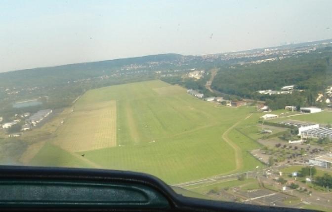 Place dans Hangar Aviation pour ULM/CNRA/CNSK