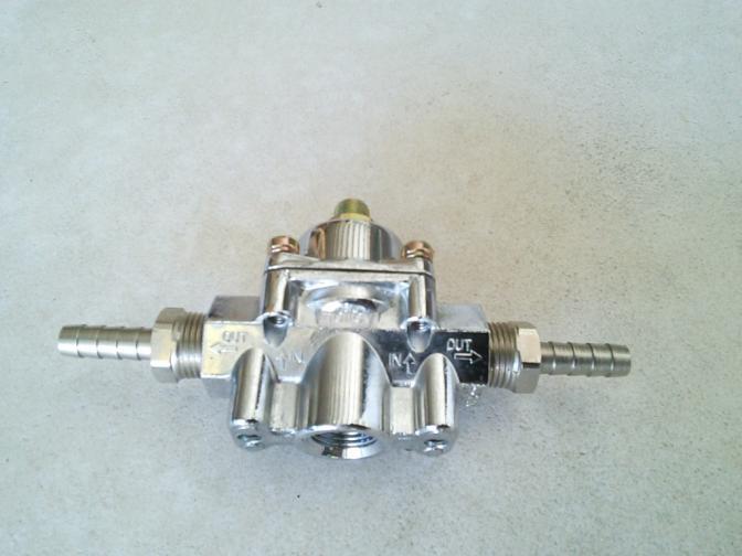 Régulateur de pression d'essence